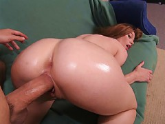 Mega butt slut knows how to work her huge booty to perfection!